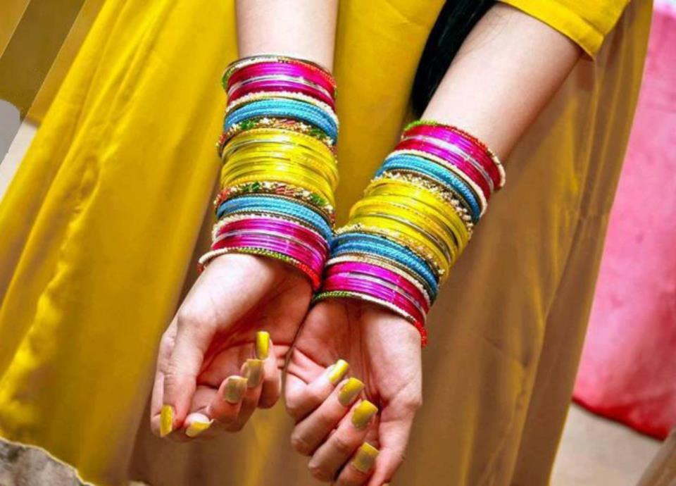 Fancy bangles Design for mehndi outfit