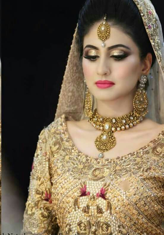 Joora for Walima hairstyle