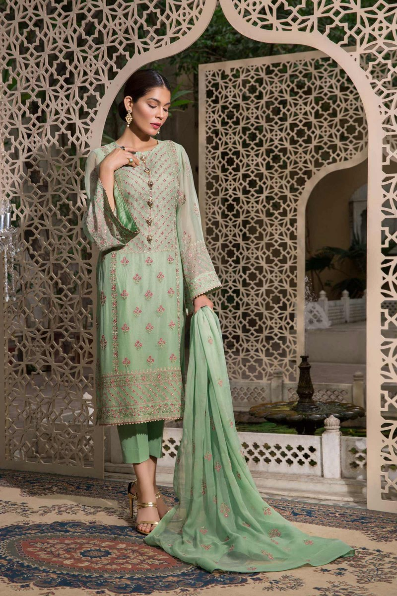 ef3cac1d682 This Eid collection by Bareeze is something you will enjoy having in your  closet and flaunting it when you wear on the upcoming occasion.
