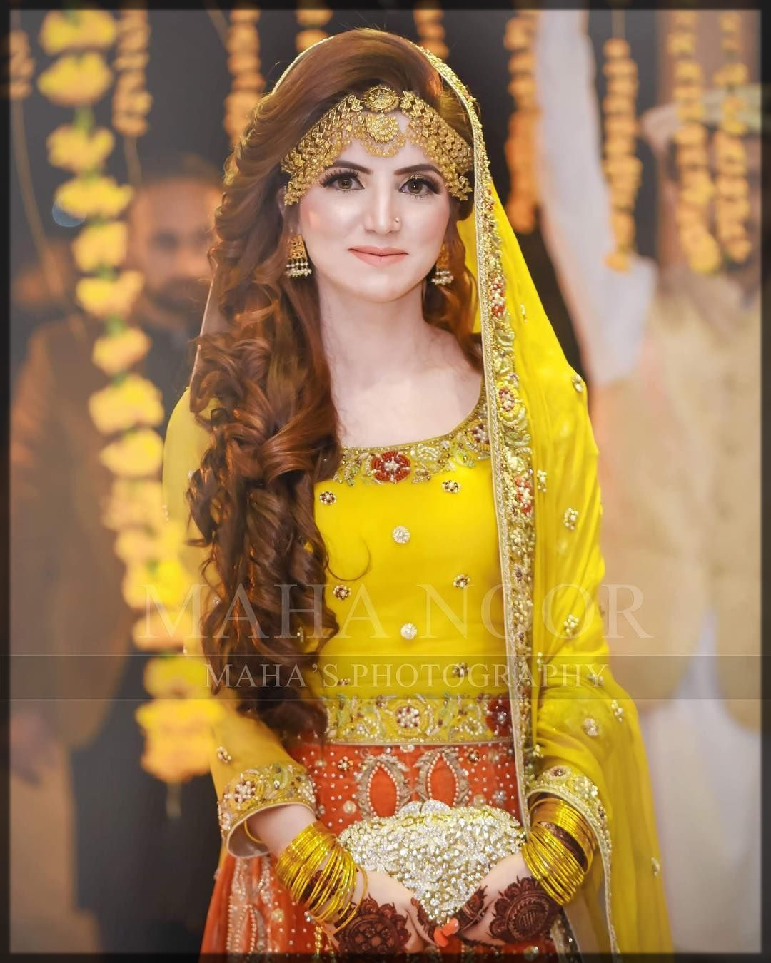 bridal mehndi hairstyles with matha patti