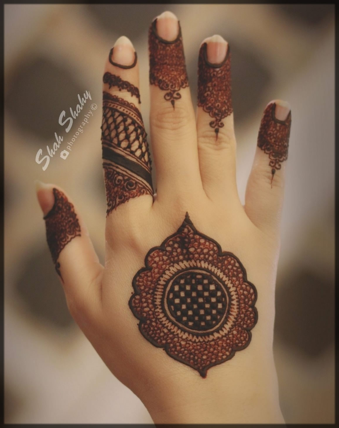 criss-cross mehndi