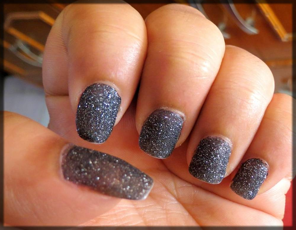 glittery dark shaded nail art