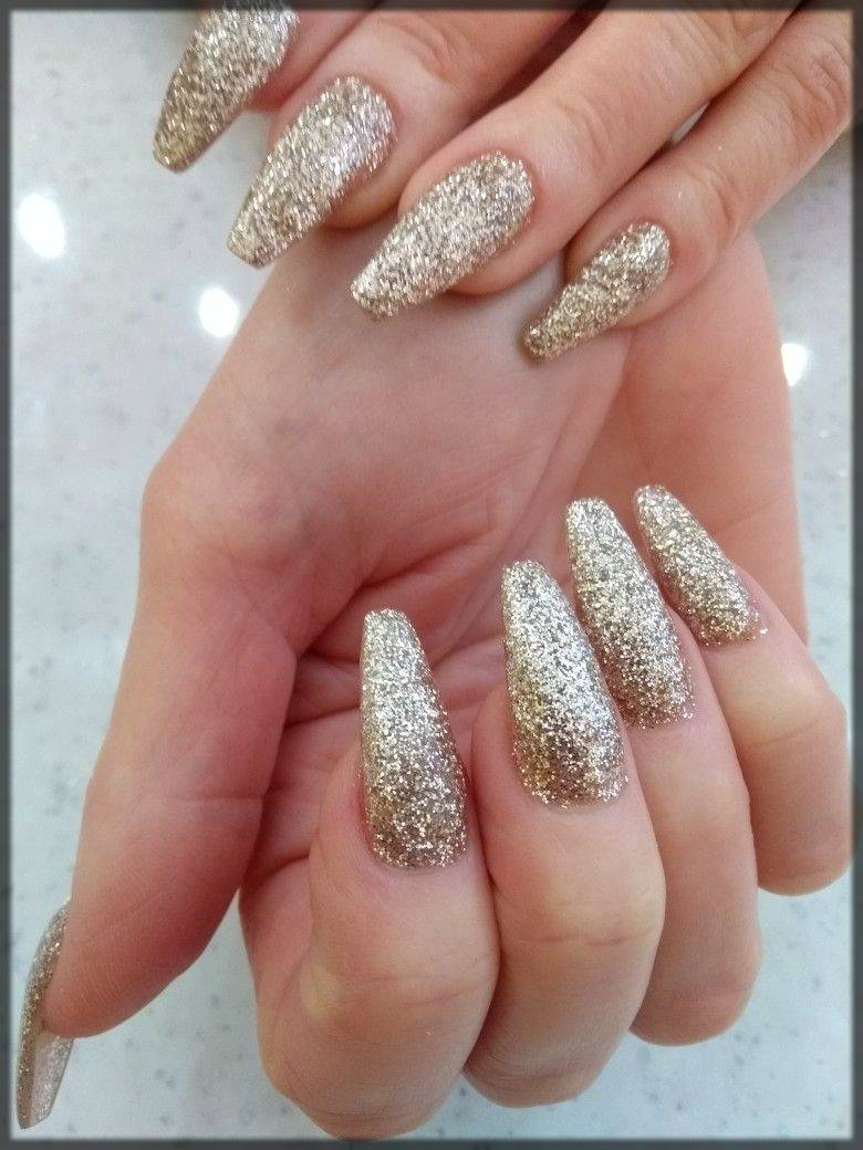 light glittery nail art for winters
