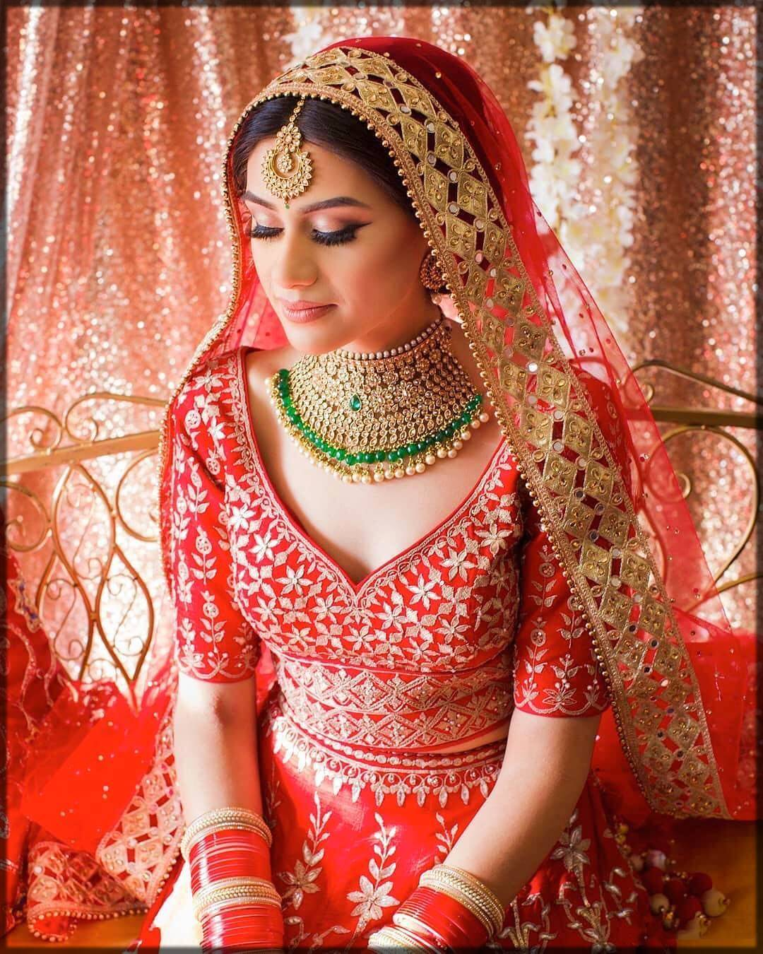 simple free-style bridal dupatta setting